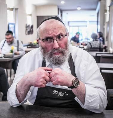 """Handjes schudden bij Joods restaurant Hoffy's in Antwerpen: """"Wij zijn hier en wij maken geen lawaai"""""""