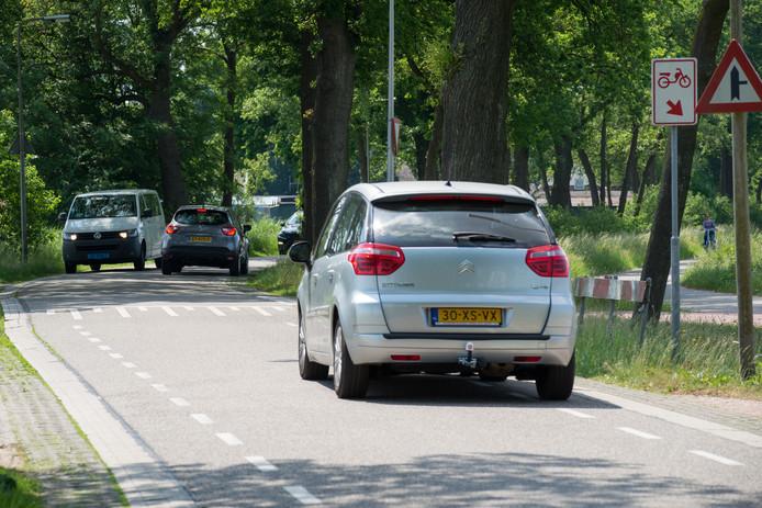 Aan de Kuyerhuislaan worden verschillende aanpassingen gedaan om de verkeersveiligheid te verbeteren.