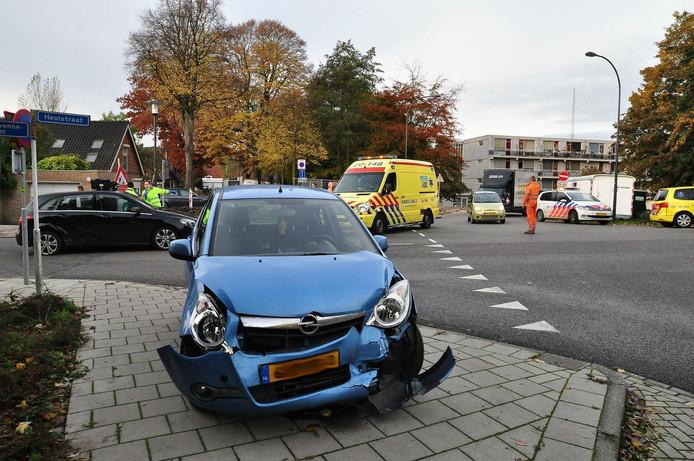 Ongeluk op de kruising aan de Heulstraat in Waalwijk.