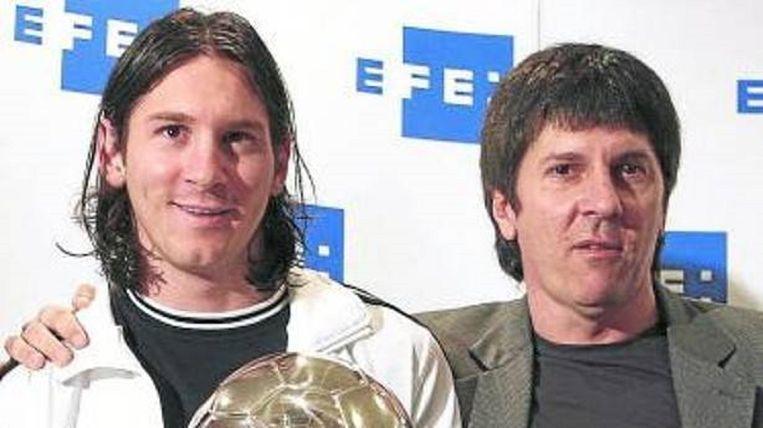 een nog jonge Messi met vader Jorge Horacio. Beeld EFE