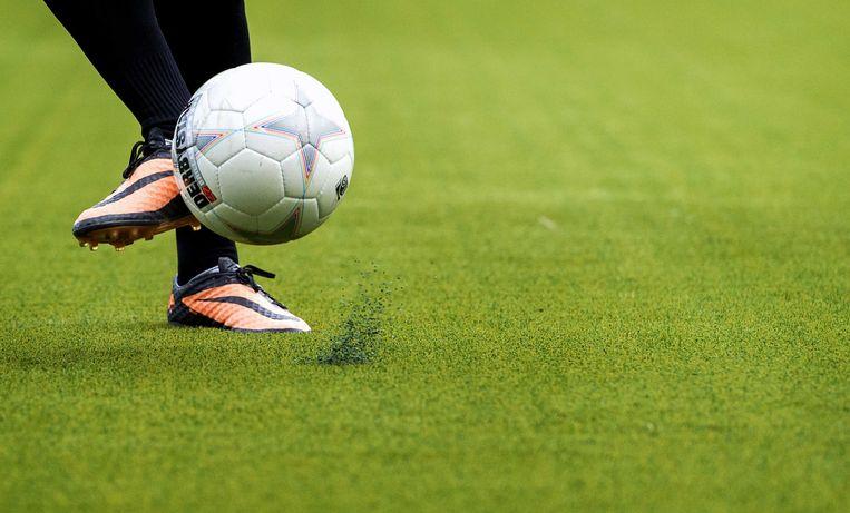 Vanaf het seizoen 2016-2017 wordt de zogeheten 'voetbalpiramide' ingevoerd. Een landelijke divisie vormt dan de brug tussen de topklassen en de eerste divisie. Beeld null