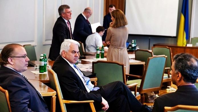 De ontmoeting op 14 juli 2014, met in het midden de Nederlandse vice-ambassadrice