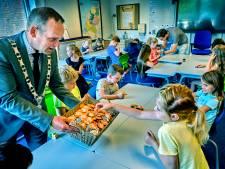 Burgemeester Van Hemmen doet onthulling: 'Ik ben vroeger gepest omdat ik anders deed'