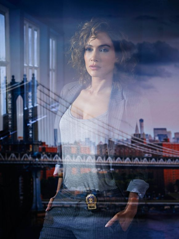 Jennifer Lopez als Harlee Santos in de tv-serie Shades of Blue.
