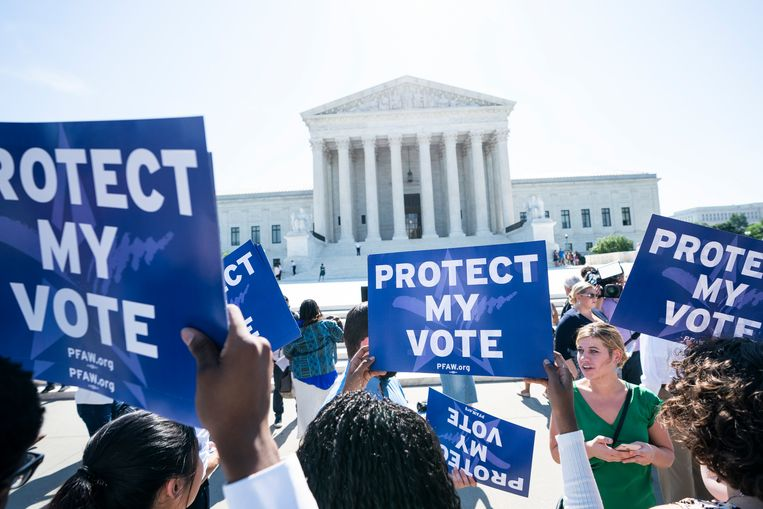 Demonstranten voor het Hooggerechtshof.  Beeld EPA