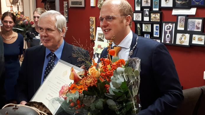 Juwelier Ton Sellink aan de Meddosestraat in Winterswijk krijgt predikaat hofleverancier.