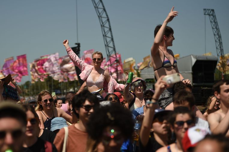 Bezoekers van Glastonbury Festival, dat weer van start is gegaan. Beeld Oli Scarff / AFP