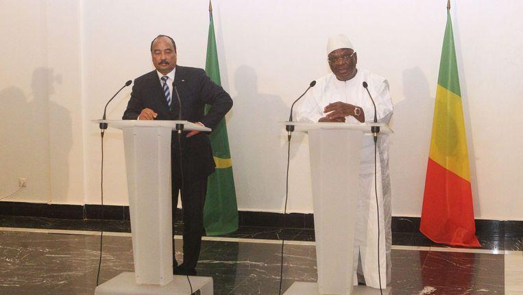 Hoofd van de Afrikaanse Unie, Mohamed Ould Abdel Aziz (links) en president van Mali Ibrahim Boubacar Keita (rechts) tijdens een persconferentie donderdag.