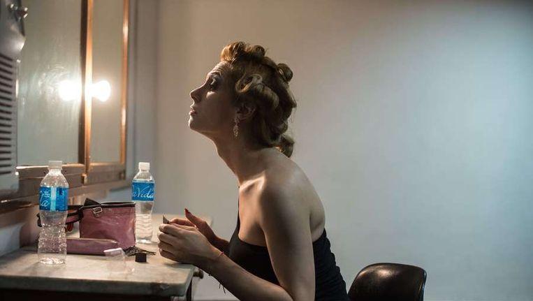 Braziliaanse transgender maakt zich klaar voor een schoonheidswedstrijd. Beeld epa