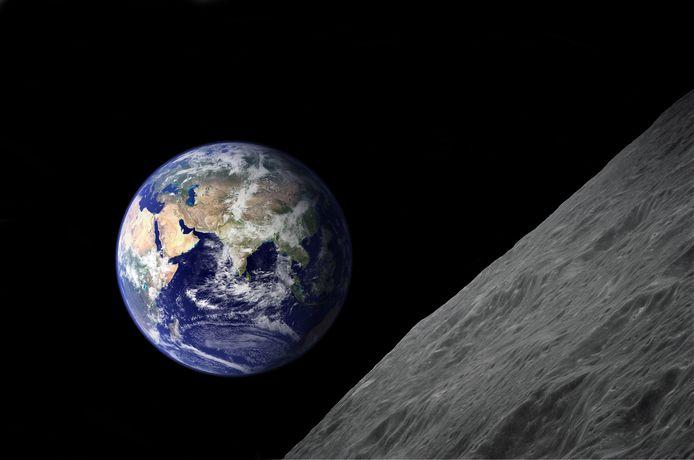 Grâce aux données fournies par la sonde japonaise Kaguya, lancée en orbite autour de la Lune en 2007, des chercheurs de l'Université d'Osaka ont démontré qu'un gigantesque astéroïde d'au moins 100 kilomètres de diamètre avait éclaté en plusieurs millions de milliards de météorites qui avaient plongé dans le système Terre-Lune.