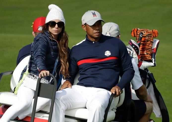 Tiger Woods met links zijn vriendin Erica Herman.