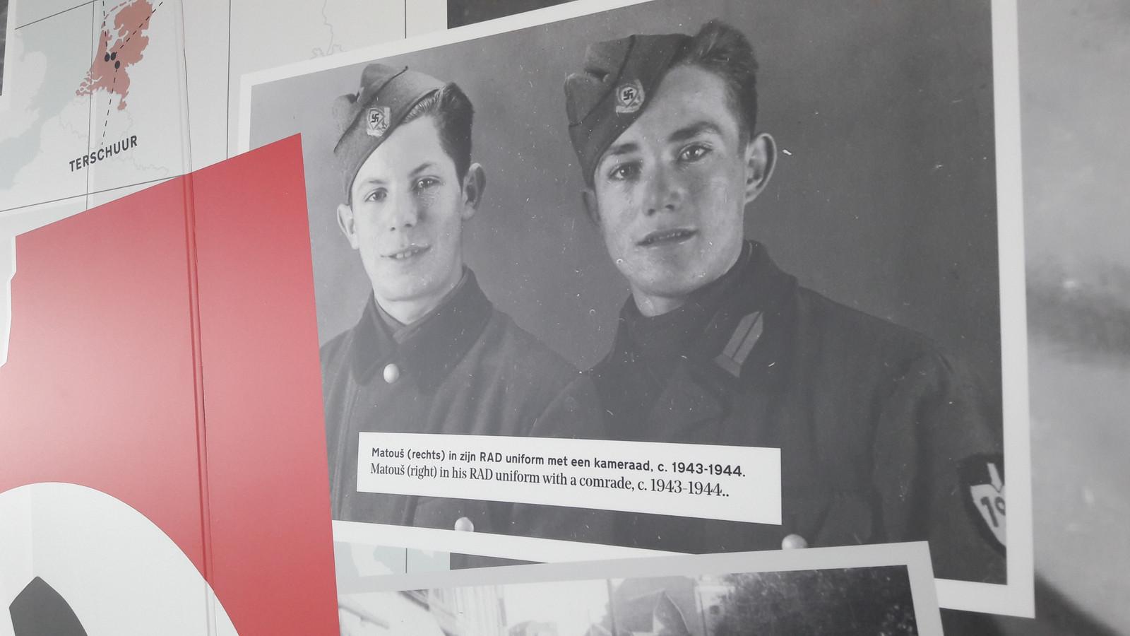 Lorenzini (rechts) met een kameraad bij de Reichsarbeitsdienst. Via die Reichssarbeitsdienst kwam hij terecht in het Falmschirm-Panzer-Ersatz-und Ausbildungsregiment Herman Göring.
