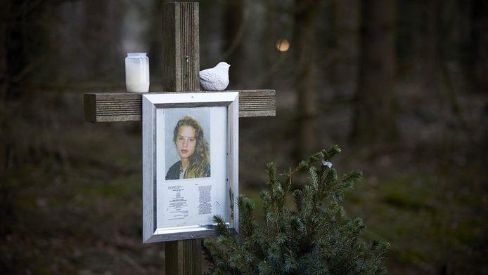 Het monument voor de vermoorde Nicole van den Hurk in Mierlo.
