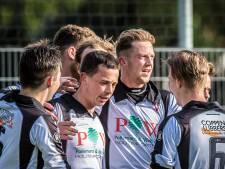 Sparta Enschede wint nipt en blijft in race om kampioenschap
