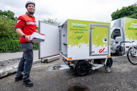 De levering zal gebeuren met bpost-voertuigen zonder uitstoot, zoals speciale elektrische 'colibussen' en cargofietsen.