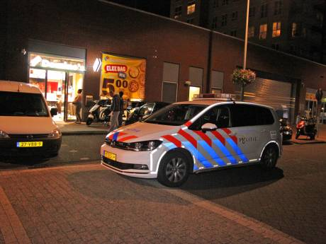 Politie zoekt getuige die kort voor overval aan deur Domino's zat
