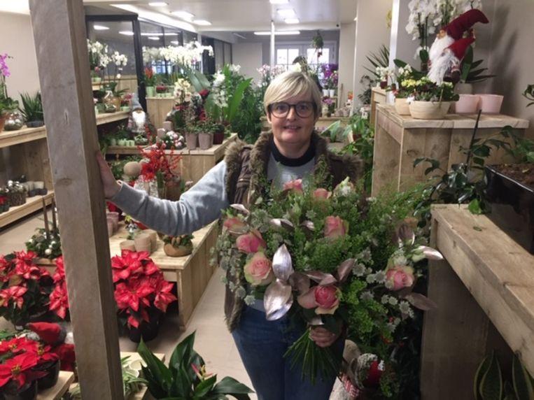 Nina in haar bloemenwinkel op de Markt.