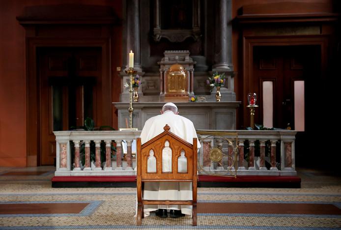 Paus Franciscus bad afgelopen zaterdag in de kathedraal van Dublin voor de slachtoffers van seksueel misbruik binnen de katholieke kerk.