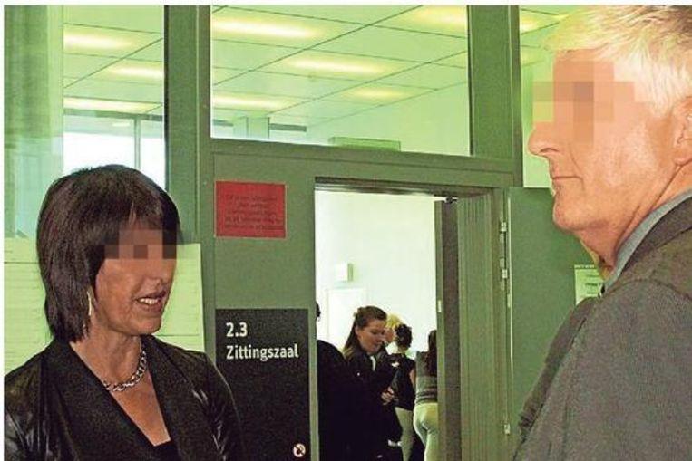 Agent Hans V. en zijn vriendin Nadine F. in de rechtbank.
