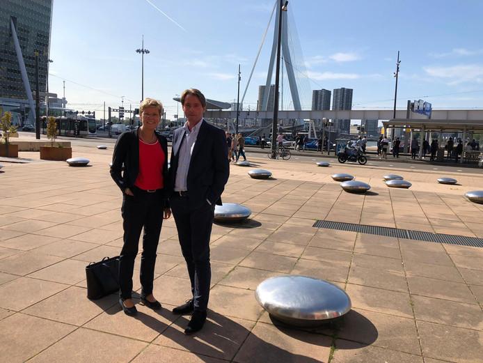 Joanne Blaak en Paul Boogaard werden door de rechter in Rotterdam benoemd tot Buitengewoon Ambtenaar van de Burgerlijke Stand.
