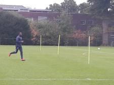 Leeroy Owusu wel, Driess Saddiki niet op het trainingsveld bij Willem II