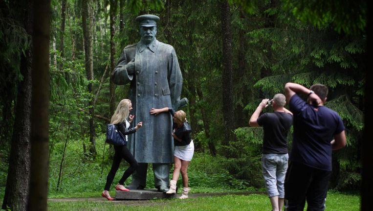 In het Grütas Park in Litouwen zijn beelden te zien uit de Sovjet-tijd. Dit standbeeld van Stalin stond oorspronkelijk in de Litouwse hoofdstad Vilnius. Beeld Amos Chapple / Rex Features / Hollandse Hoogte