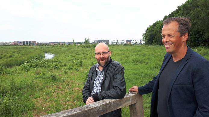 Tjeerd van Tol (rechts) en Paul Voncken in het Kanaalpark.