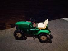 Politie Almelo: 'Wie scheurde er rond op deze gevonden tractor'