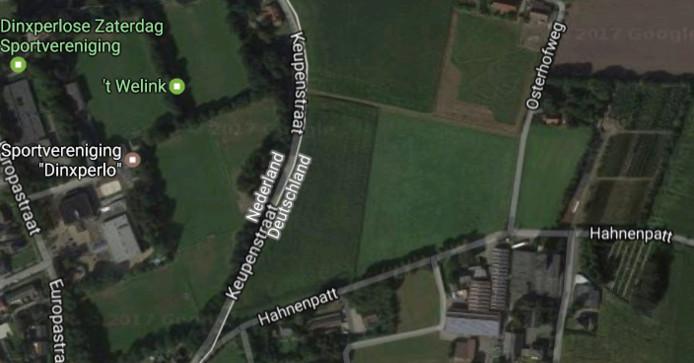Satellietbeeld van Dinxperlo-Suderwick met rechtsonder de Evangelischer Friedhof Suderwick.
