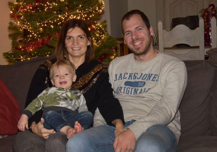Joyce Moralis met haar echtgenoot Ben en zoontje Ilias. Ze beviel op 23 september 2017. Eén week later vonden dokters vijf tumoren op haar lever met uitzaaiingen.