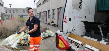 Vuilnisman Bart IJpelaar is trots op zijn werk