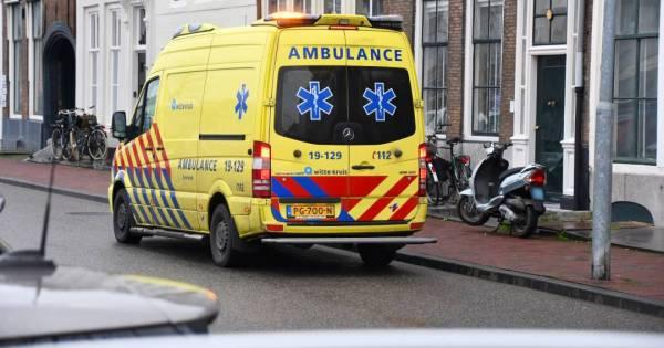 Omstanders schieten te hulp na aanrijding in Middelburg.