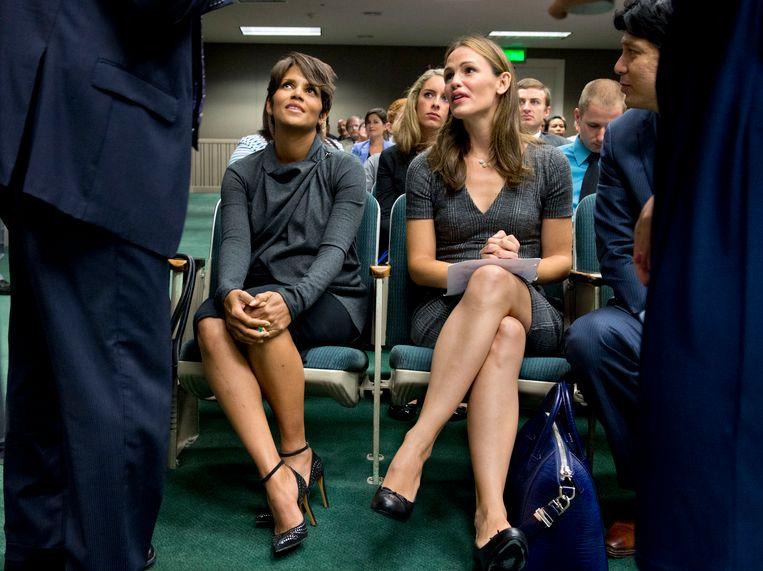 Halle Berry en Jennifer Garner in augustus bij een commissievergadering in het Californische parlement. Beeld AP