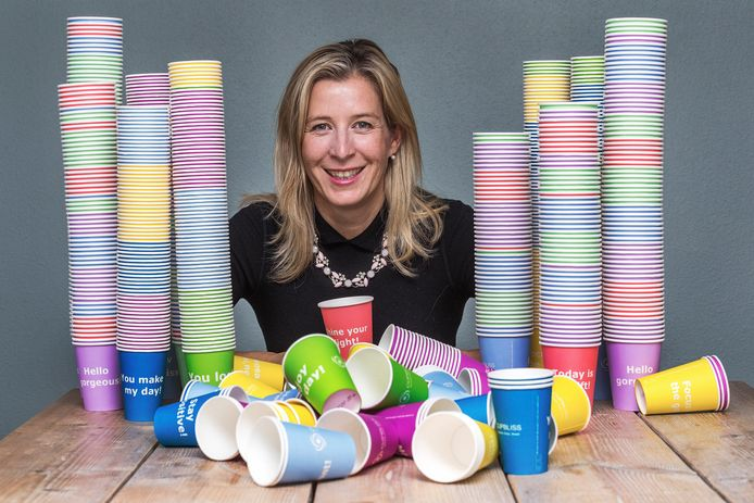 Rintske ervoer haar vorige werkgever als kil en kwam zo op het idee van gekleurde koffiebekers.