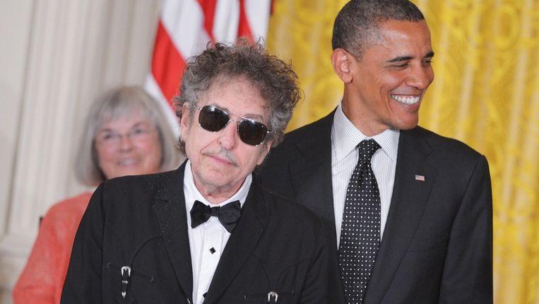 mei 2012: Bob Dylan krijgt van president Obama de Medal Of Freedom omgehangen. Beeld AFP