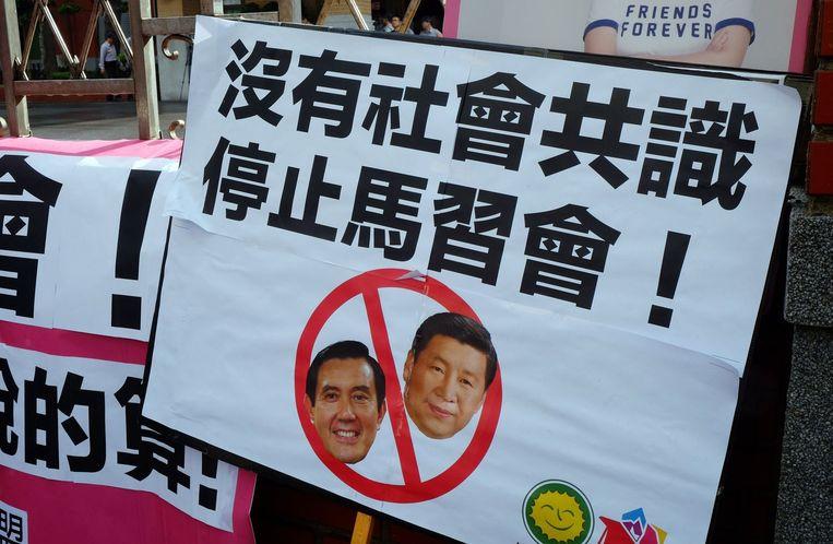 Protest in Tapei tegen de geplande ontmoeting tussen Xi en Ma. Beeld afp