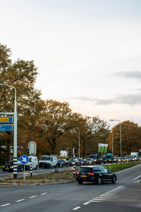 Politiek juicht over 'langzamer' op provincieweg, maar het scheelt vooral verkeersdoden
