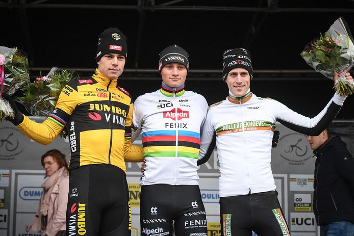 Wout van Aert, Mathieu van der Poel en Jens Adams op het podium van de Kasteelcross.