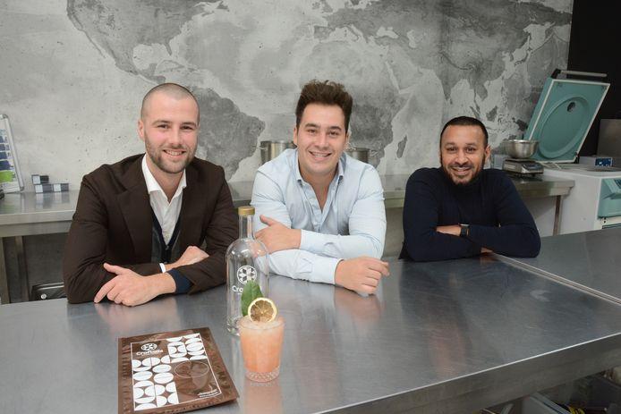 Yannick, Sofian en Naushad horen bij de beste bartenders van België en hebben nu de krachten gebundeld in het bedrijf Craftails dat cocktails kant-en-klaar kan leveren.