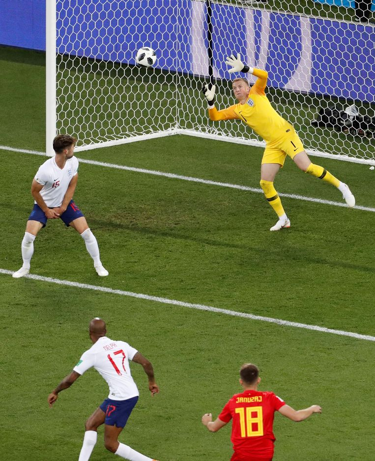 Adnan Januzaj trof op het WK in de groepswedstrijd tegen Engeland op haast identiek dezelfde wijze raak.