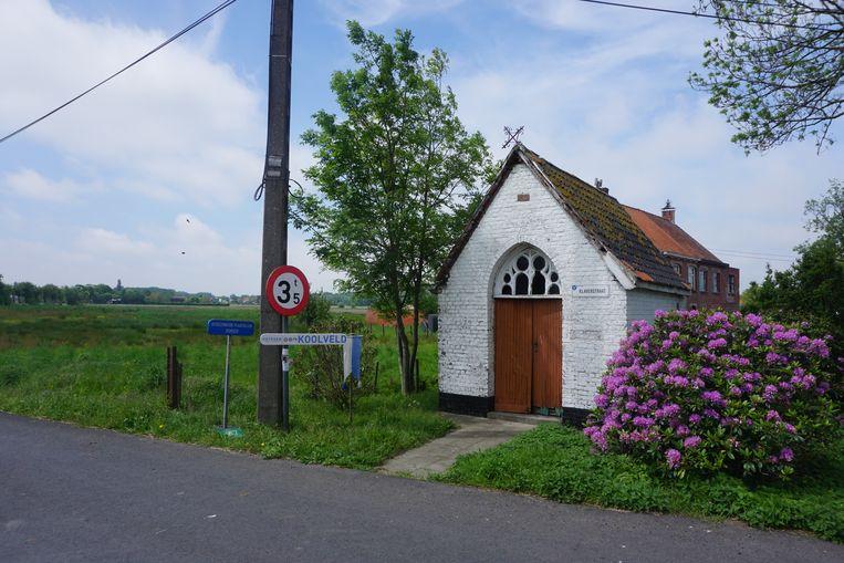 De kapel in de Klaverstraat, op de hoek met de Oostendesteenweg, dateert uit 1899 en wordt gerestaureerd.