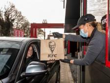 KFC in Oosterhout draait proef voor de echte opening: vrienden en familie door de drive thru