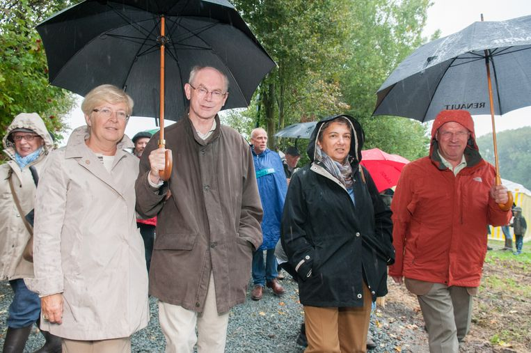 In de wandeltocht voor de inhuldiging stapten ook Van Rompuy, zijn echtgenote Geertrui en journalisten Siel Van Der Donckt en Daniël Buyle mee.