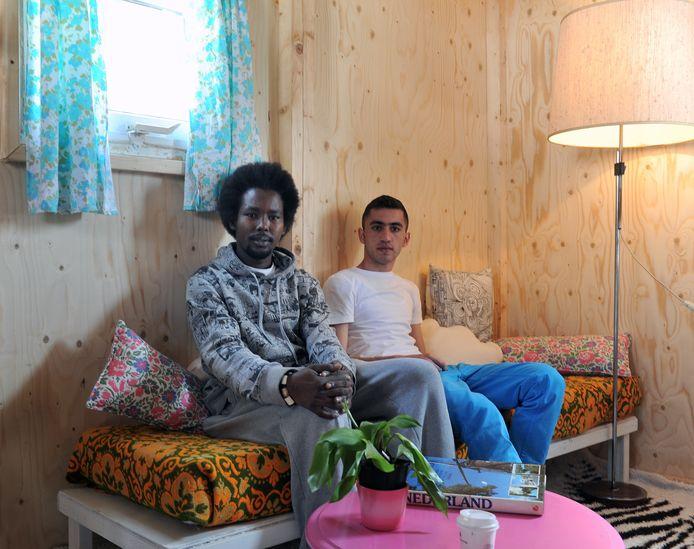 Shirak (23) uit Armenië en Ezzedin (20) uit Soedan in hun tijdelijke huis.