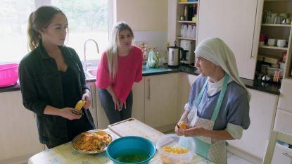 """PREVIEW. Dames uit 'Oh My God' voelen zuster Angela aan de tand over het orgasme: """"Als je nooit kaaskroketten hebt gegeten, dan mis je dat niet, hé"""""""