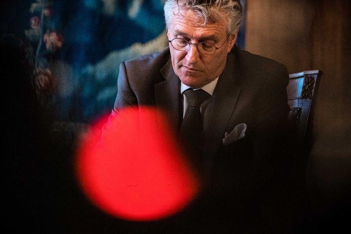 Burgemeester John Jorritsma gaf dinsdagmiddag een persconferentie over de Brabantse situatie met betrekking tot het coronavirus. Na afloop moest hij gelijk door naar de raadsbijeenkomst in Eindhoven. ANP ROB ENGELAAR