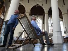 Gezocht: honderd strandstoelen voor in de kerk