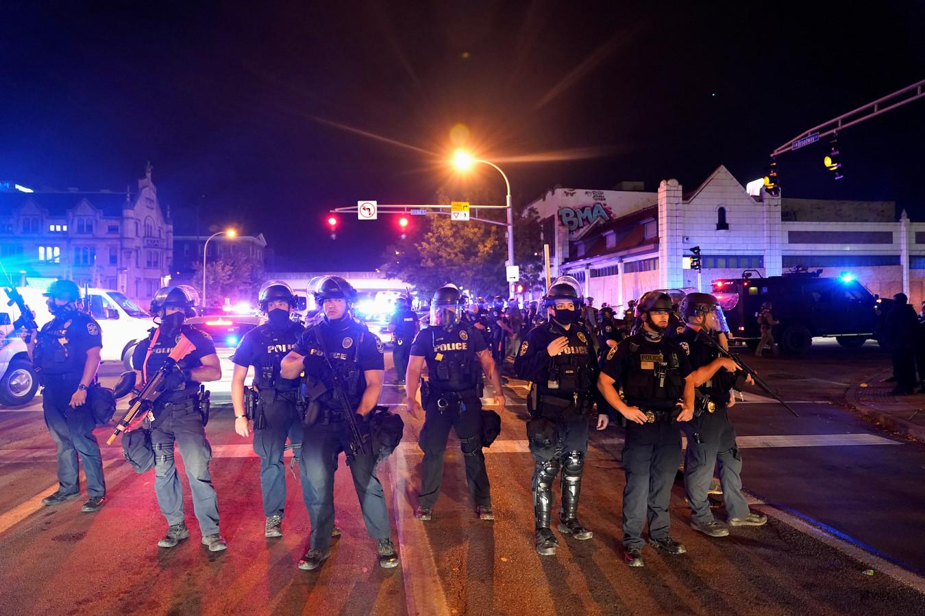 Agenten blokkeren de weg in Louisville, Kentucky.