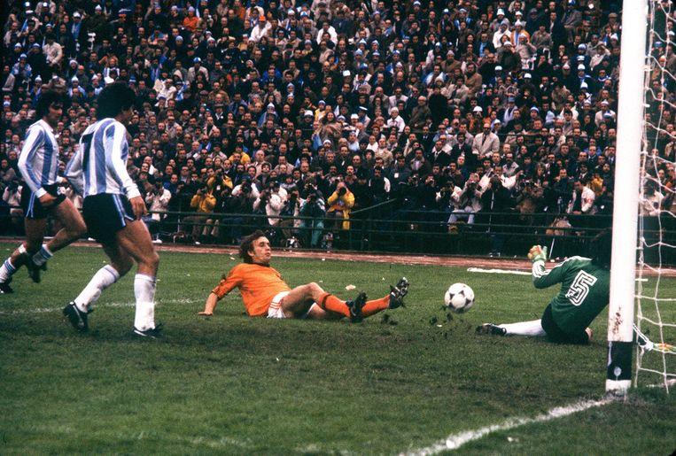 Het Nederlands elftal op 25 juni 1978. Op die dag speelden de Nederlanders in de finale van het wereldkampioenschap tegen Argentinie. Op de foto Rob Rensenbrink. Beeld ANP