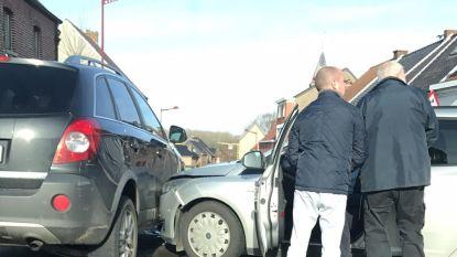 Wagens botsen op kruispunt Steenweg op Aalst met Oombergenstraat